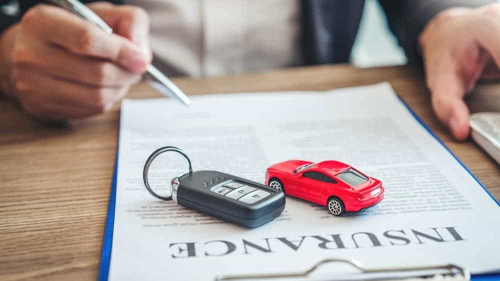 Sale agent deal to car loan contract with customer.
